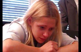Leidenschaftliche Mädchen in kostenlos ponos Strumpfhose ist ein Spion auf der Spur an einer Stelle