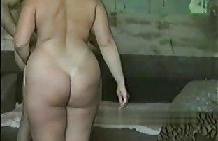 Der Mann legte pornos gratis schauen ein Mädchen auf der russisch Toilette auf seinen penis.
