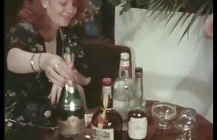 Beschreibung: Natalia fickt Sie in Mando, pink, Gummi Schwanz auf der kostenfreie pornografie couch