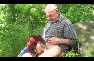 Schöne Blondine omas springt kostenlose pornos free auf einen stehenden Schwanz und saugt es
