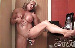 Das Mädchen schrie wie eine Stripperin, und abwechselnd saugen kostenlose pornofi seinen snoin