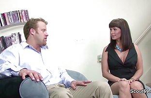 Dude war ficken die Kellnerin, während seine Freundin war in der Herstellung einer gratis porni Ordnung für