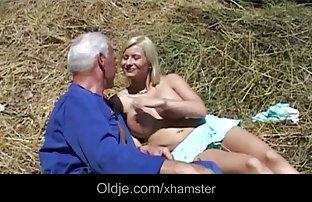 Eine junge escort, die hat einen seifigen massage ein Mitglied von einem kahlen gratis sexvideos sehen Mann