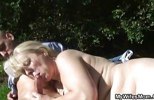 saugt Freund ' s kostenfreie sexvideos harten Schwanz beim ehefrau sitzen im Bad