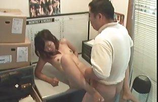 Süße Brünette und harte erotikvideos frei Fäuste, japanisch um seine Freundin in der vagina
